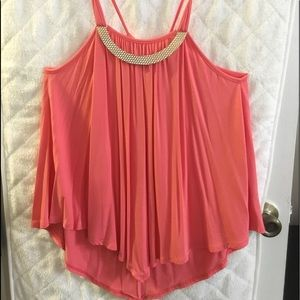 Tops - ADORABLE coral top..